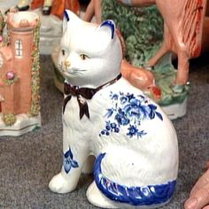 Google Image Result for http://www.pbs.org/wgbh/roadshow/tips/images/staffordshirefigurines_04.jpg