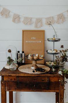 Sweet Table and Candy Bar Mariage urbain industriel scandinave Wedding Cake Table Decorations, Cool Wedding Cakes, Candy Bar Wedding, Industrial Wedding, Boho, Hippie Bohemian, Scandinavian Wedding, Industrial Scandinavian, Drinks Bar