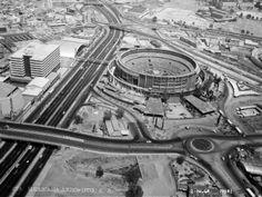 El Toreo de Cuatro Caminos,  en los límites del Distrito Federal y el Estado de México.  Se pueden ver la Av. Río San Joaquín y el Boulevard Manuel Avila Camacho.   Foto de la década de los 60's.