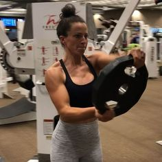 """A TON of people ask for shoulder advice and how to build """"caps"""". Not everyone needs the same advice but what has helped me over the last… Fitness Facts, Fitness Tips, Fitness Motivation, Fitness Fun, Fitness Goals, Best Weight Loss, Weight Loss Tips, Sarah Bowmar, Best Ab Workout"""