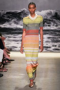 Zimmermann Spring 2020 Ready-to-Wear Fashion Show Collection: See the complete Zimmermann Spring 2020 Ready-to-Wear collection. Look 33 Fashion 2020, High Fashion, Womens Fashion, Fashion Trends, Fashion Weeks, Fashion Details, Fashion Fashion, Knitwear Fashion, Fashion Show Collection