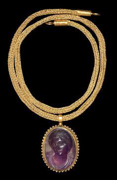 Roman Amethyst Venus Cameo Pendant with Gold Chain, 1st-2nd Century AD