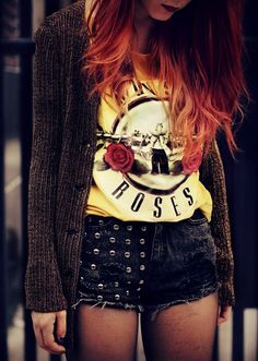 I love this look! → guns n' roses vintage concert shirt & grommet ripped denim shorts. rock n' roll/grunge style. Grunge Outfits, Mode Outfits, Grunge Fashion, Look Fashion, Teen Fashion, Hipster Outfits, Fashion Casual, Hipster Shirts, Hipster Fashion