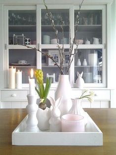 white easter - We start the Easter week with colorful decoration ideas. Let yourself be surprised by our Easter in - Summer Decoration, Decoration Chic, Basket Decoration, Easter Tree Decorations, Easter Wreaths, Table Decorations, Holiday Decorations, Country Look, Ideas Hogar