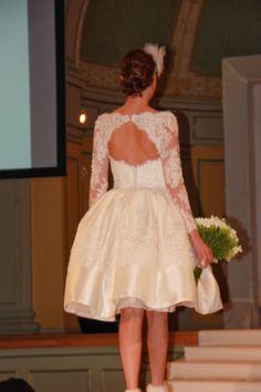 Bilder fra brudeshow 9.februar ~ Bryllupstid Girls Dresses, Flower Girl Dresses, Wedding Dresses, Fashion, February, Pictures, Dresses Of Girls, Bride Dresses, Moda