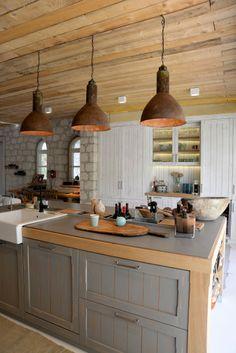 projevve mimarlık -alacati evi -mutfak aydinlatma