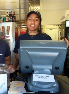 -US President Barack Obama's daughter has taken up a summer job at a seafood restaurant – Many were amazed by how a presiden. Malia Obama, Barack Obama, Malia And Sasha, First Black President, Black Presidents, Summer Jobs, Barack And Michelle, Black Families, First Daughter