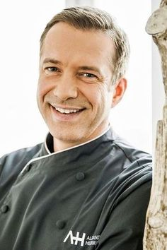 Alexander Herrmann: The TV chef shows us the perfect duck Alexa . - Alexander Herrmann: The TV chef shows us the perfect duck Alexander Herrmann and the - Chef Shows, Tv Chefs, Slimming World, Under The Sea, New Recipes, Chef Jackets, Food And Drink, Husband, Dish