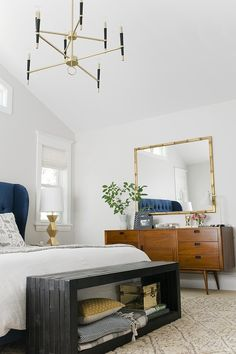 bedroom // mid-century modern touches, like the bench at the end of the bed