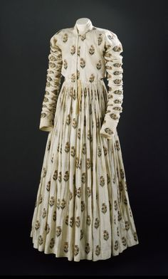Court Robe India, 18th century The Victoria & Albert Museum - OMG that dress!