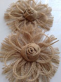 Flower Crafting Burlap, hemp, jute - all great materials for flower making Twine Flowers, Felt Flowers, Diy Flowers, Fabric Flowers, Paper Flowers, Wedding Flowers, Brown Flowers, Twine Crafts, Fabric Crafts