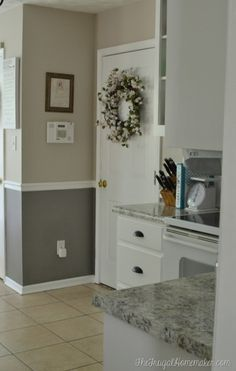 How to re-paint your yucky white cabinets Kitchen Cabinets Repair, Laminate Cabinets, White Kitchen Cabinets, Kitchen Cupboard, Luxury Homes Interior, Home Interior Design, Laminate Cabinet Makeover, Mobile Home Kitchens, Mobile Home Renovations