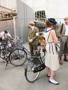 Explore amazing art and photography and share your own visual inspiration! Tweed Ride, Cycle Chic, White Outfits, Classic Looks, Classy, Mens Fashion, Black And White, Coat, Bike