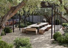 MODERN EXTERIOR SPACES WITH AN ORGANIC VEGETABLE GARDEN<br><br>Местонахождение: Малибу, Калифорния, США<br>Архитектор | Дизайнер: Scott Shrader Exterior Design<br>Веб-сайт: http://www.shraderdesign.com/images/projects/tinHouse.html