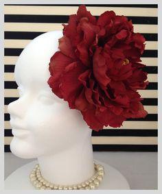 シンプルで存在感のあるビッグピオニーのヘッドドレスです結婚式でのお色直しドレスやその他パーティー、和装におすすめのヘッドドレスです。 ハンドメイド、手作り、手仕事品の通販・販売・購入ならCreema。
