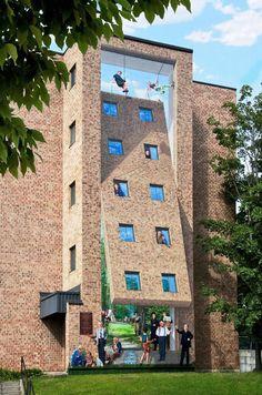grafittis originales .-El artista australiano Fentan Magee juega con varios lados del edificio para dotar a sus obras de ese aspecto tridimensional.