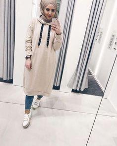 T adarkurdish hijab casual en 2019 hijab fashion street. Modern Hijab Fashion, Street Hijab Fashion, Muslim Fashion, Modest Fashion, Fashion Outfits, Fashion Styles, Hijab Casual, Oufits Casual, Hijab Chic