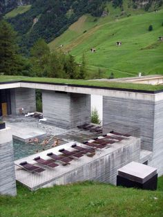 <p>Built over the only thermal springs in the Graubunden Canton in Switzerland, the Therme Vals is a hotel and spa designed by legendary Peter Zumthor. The space was designed for visitors to rediscover the ancient benefits of bathing in a natural setting, where water, stone, and mountains coexist in harmony. The Therme Vals is built […]</p>