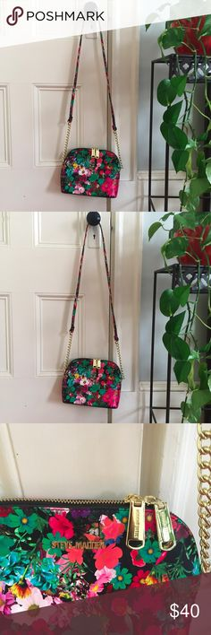 Steve Madden Flower Crossbody Very bright colors on the flower. No signs of wear, never worn. Steve Madden Bags Crossbody Bags
