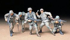 Tamiya German Front Line Infantry Soldier Set Plastic Model Military Figure Kit Scale Tamiya Model Kits, Tamiya Models, Military Figures, Military Diorama, Plastic Model Kits, Plastic Models, Army Men Toys, 40k Imperial Guard, Military Jeep
