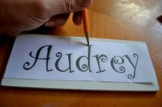 How to do custom lettering without a machine or carbon paper... nice tip.