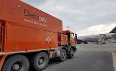 ll #TeamDeltapav lavora in ogni condizione! Ecco la ristrutturazione e l'esecuzione di sottofondi prestazionali aree sbarco e imbarco passeggeri in aeroporto. #pavimentazioni #pavimentazioniindustriali