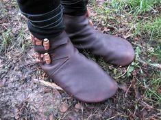 Dorestad: Old Norse Reproduction Handmade Leather Shoe - Celticknoten - Viking Shoes, Viking Garb, Viking Clothing, Historical Clothing, Handmade Leather Shoes, Leather Socks, Leather Crafts, Old Norse, Barefoot Shoes