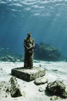 Underwater sculpture garden in Cancun. Claudia Legge: MUSA by Jason deCaires Taylor.