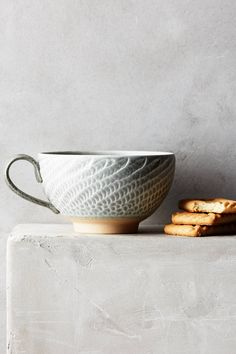 Ridged Swann mug
