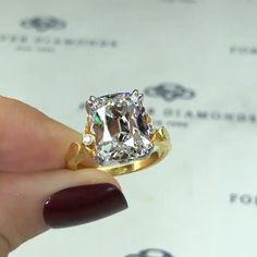 Cushion Diamond Ring, Gold Diamond Band, Diamond Jewelry, Big Wedding Rings, Wedding Ring Designs, Jewelry Design Earrings, Best Engagement Rings, Beautiful Rings, Jewelery