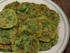 Clatite cu spanac Avocado Toast, Guacamole, Quiche, Breakfast Recipes, Brunch, Vegan, Ethnic Recipes, Drink, Pie