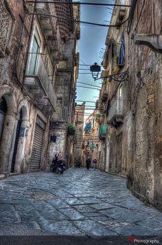 Vicoli di Taranto vecchia , Italy