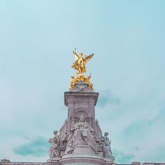 . . . . . #버킹엄궁전 #버킹엄 #분수대 #런던 #영국 #유럽 #유럽여행 #여행 #여행스타그램 #여행에미치다 #유디니 #travel #trip #traveler #travelstagram #tripstagram #buckingham #buckinghampalace #palace #buckinghamfountain #victoriamemorial #london #england #uk #europe #europetrip by vpsoo