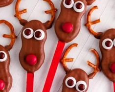 Cake pops façon cerf pour Noël : http://www.fourchette-et-bikini.fr/recettes/recettes-minceur/cake-pops-facon-cerf-pour-noel.html