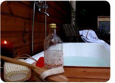 Susannan Työhuone - päiväkirja vanhalta rautatieasemalta: Kaunis kylpylämme Bath Caddy, Home Decor, Decoration Home, Room Decor, Home Interior Design, Home Decoration, Interior Design