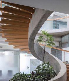 Galeria de Sede da Companhia Construtora Van der Laat & Jiménez / Fournier_Rojas Arquitectos - 2 in 2020 Home Stairs Design, Dream Home Design, Modern House Design, Escalier Art, Escalier Design, Stairs Architecture, Interior Architecture, Building Stairs, Design Exterior