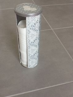 Wattepads DIY You are in the right place about Home Diy Organizations apartments Here we offer you t Pringles Dose, Pringles Can, Diy Home Crafts, Easy Diy Crafts, Diy Craft Projects, Recycle Cans, Diy Recycle, Scrapbook Organization, Diy Organization