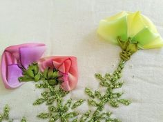 BOTÓN RETOÑO PRIMAVERA - YouTube Silk Ribbon Embroidery, Master Class, Flowers, Ribbon Flower, Ribbons, Frases, Fabric Ribbon, Sewing Stitches, Fabric Flowers