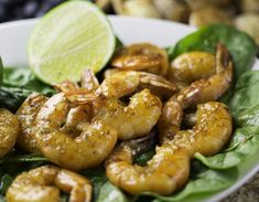 Summer is well and truly here (even if the British weather says different). These Chilli Prawns are the perfect summer dish que feelings of Espanol, the beach, pink sunsets and crisp wine. Prawn Recipes, Fish Recipes, Healthy Recipes, Fish Dishes, Serving Dishes, Summer Dishes, Summer Food, Prawn Fish, Chilli Prawns