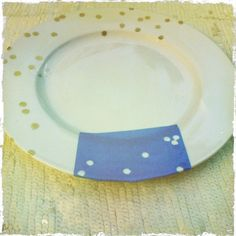 DIY Kate Spade Confetti China - cute for dessert plates! Cute Crafts, Diy And Crafts, Arts And Crafts, Creative Crafts, Creative Ideas, Dyi, Diy Confetti, Food Storage Boxes, Gold Diy