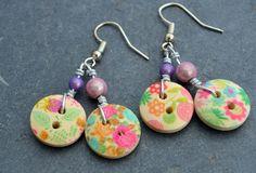 Boucles pour oreilles percées double boutons en bois multicolores et perles - Bijoux fantaisie TessNess : Boucles d'oreille par tessness