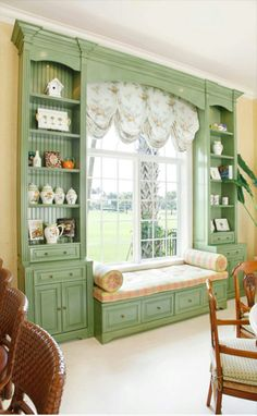Built in bookcase and window seat around living room windows? (Hate the curtains and deco in this pic, though) Casa Retro, My New Room, Home Fashion, Built Ins, My Dream Home, Home Projects, Sweet Home, New Homes, House Design