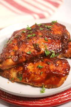 This Instant Pot Barbecue Chicken is the easiest barbecue recipe! In less than 30 minutes the chicken cooks down easy and quick in the pressure cooker, coming out juicy, delicious and smothered in a savory barbecue sauce! Barbecue Chicken, Barbecue Sauce, Barbecue Recipes, Ip Chicken, Barbecue Ribs, Chicken Spaghetti, Chicken Legs, Spaghetti Squash, Grilling Recipes