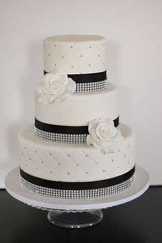 Featured Cake: The Couture Cakery; Wedding Cakes Almost Too Pretty to Eat. To see more: http://www.modwedding.com/2014/03/03/wedding-cakes-almost-too-pretty-to-eat/ #wedding #weddings #cake Featured Cake: The Couture Cakery #weddingcakes