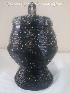 Cómo hacer un jarrón con tiras de papel de periódico