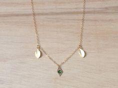 Collar chapado en oro con trío de dijes mini - Rombo con brillante verde y hojas