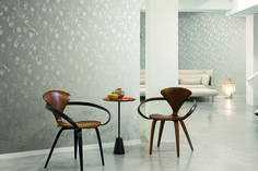 Lounge, Alison: Floral prints add a distinctive, down-to-earth touch to the modern design scheme.