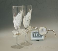 White Feather Glasses Wedding Glasses Champagne by NevenaArtGlass