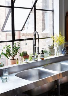 Love this industrial kitchen! Sydney warehouse apartment of interior designer Kate Ratner and family Kitchen Dining, Kitchen Decor, Kitchen Sink, Kitchen Layout, Kitchen Ideas, Kitchen Plants, Open Kitchen, Warehouse Apartment, Industrial Style Kitchen