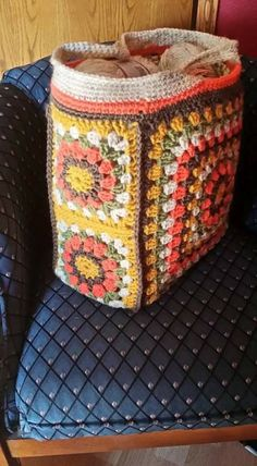 Bolso Granny Square Bag, Granny Square Crochet Pattern, Crochet Squares, Crochet Granny, Diy Crochet, Crochet Crafts, Crochet Projects, Crochet Patterns, Crochet Hobo Bag